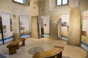 Bwrddiau'r arddangosfa yn Llanilltud Fawr / Exhibition panels at Llantwit Major