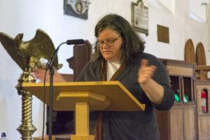 Karen Jankulak yn siarad yn Llanilltud Fawr / Karen Jankulak speaking at Llantwit Major
